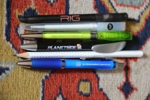 des stylos et c'est parfait car je fais la collection des stylos publicitaires ^^